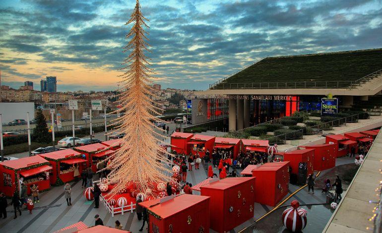 Türkiye'nin En Büyük Yılbaşı Köyü Zorlu'da...
