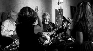 Duygu Argın & Neşet Ruacan Trio