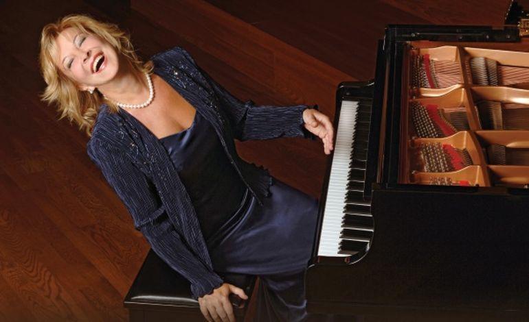 Gülsin Onay Piyanonun Tuşlarına Otizmli Çocuklar İçin Basacak