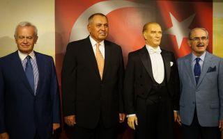 Özdilek Vakfı Yılmaz Büyükerşen Ünlüler Balmumu Heykel Müzesi' artık İstanbul'da