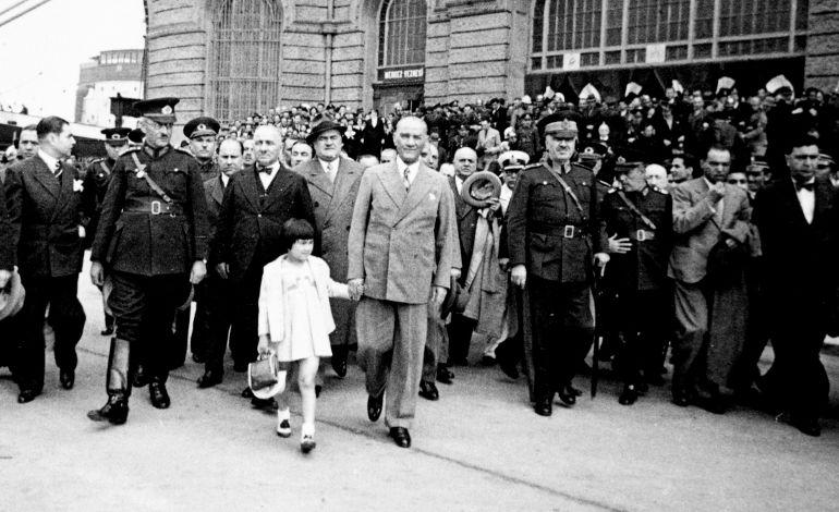 Suna ve İnan Kıraç Vakfı - Fotoğraflarla Atatürk
