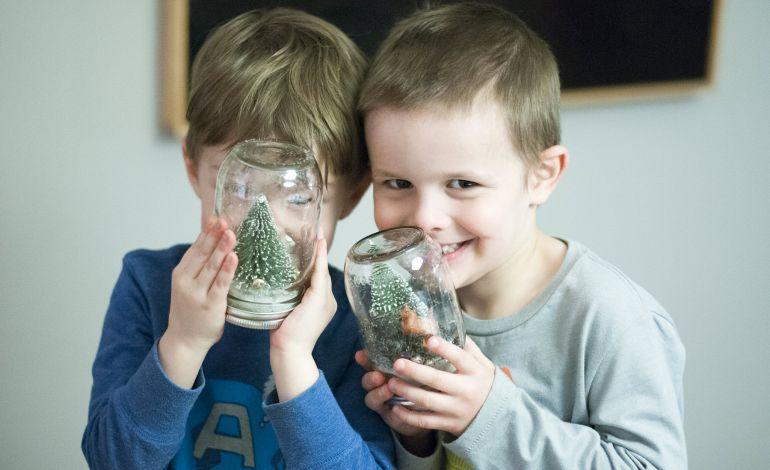 Çocuklar Yeni Yıla Özel Kar Küresi Yapacak