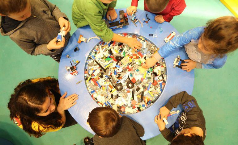 Çocuklar Legoların Yaratıcı Dünyasıyla Buluşuyor