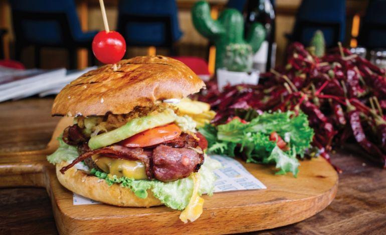 Meksika Usulü Acılı Burger