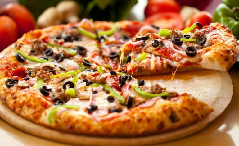 Pizza Tutkunlarına Enfes İftar Keyfi