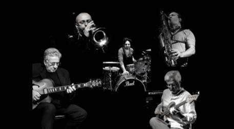 Neşet Ruacan Band Ft. Şenova Ülker