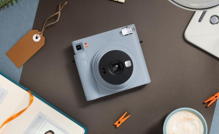 Fujifilm'den instax Serisini Tamamlayan Yeni Analog Fotoğraf Makinesi SQUARE SQ1