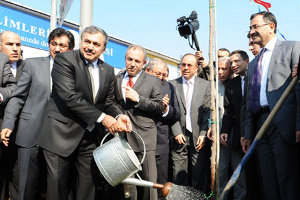 Üsküdar`da 5 bin Erguvan Fidanı Dağıtıldı