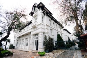 Büyükada Anadolu Kulübü Sergi Salonu