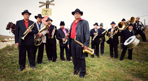 Balkan Brass Battle - Fanfare Ciocarlia - Mahala Rai Bandal