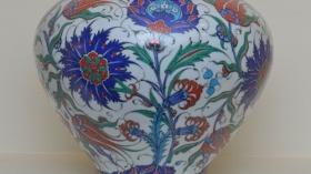 Adnan Ergüler - İznik Çinisi'nin Sırlarına 40 Yıllık Tutkulu Yolculuk Sergisi