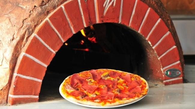 Pizza Severlerin Yeni Adresi: Pizzeria Pera