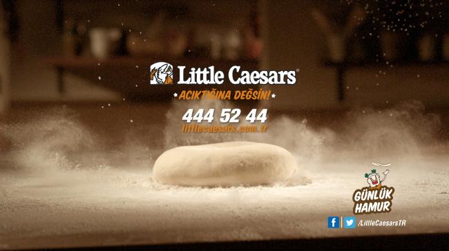 Little Caesars'dan Pizza Severlere Çift Müjde